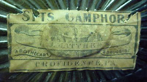 Hyperlink to a close-up image of this bottles Camphor label.