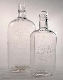 7a346cb0c9f580 Pint and half pint eagle flasks  click to enlarge.